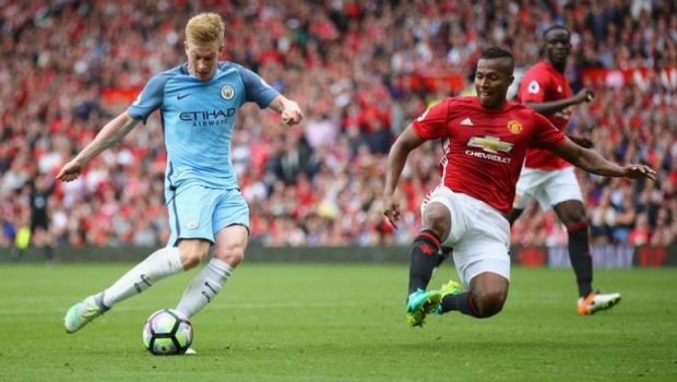 Toure Lampiaskan Derby Manchester